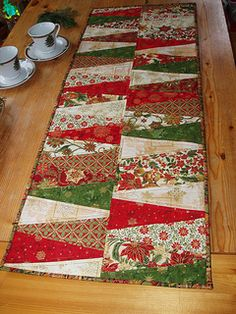 talk about wonderfully easy!  Christmas table runner