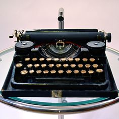 Vintage restored typewriters. Beautiful! My 12 year old wants one for Christmas. She is a beautiful yet rare Bird !!!