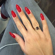 Red almond nails Mehr. Are you looking for short and long almond shape acrylic nail designs? See our collection full of short and long almond shape acrylic nail designs and get inspired!