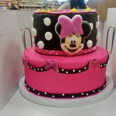 minnie mouse two tiered cake