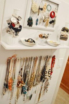 Algunos tips básicos para tener siempre ordenados y a la vista nuestros collares, pulseras, anillos...