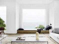 Hermosos rincones bajo la ventana de estilo contemporáneo, perfectos para…