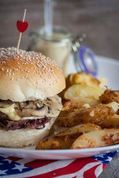 Hamburger boeuf, confit d'oignons, et Saint-Nectaire avec potatoes | Objectif : Zéro Miette!