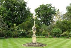 Sonnenuhr in Abbots Ripton Hall Garden England
