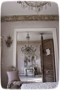 MEAS Vintage: From beggar king - a chandelier in the ICU