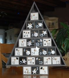 Calendrier de l'avent Christmas Diy, Christmas Decorations, Christmas Ornaments, Holiday Decor, Xmas Crafts, Diy And Crafts, Wooden Advent Calendar, Advent Calenders, Creation Deco