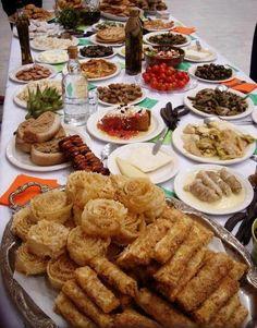 There's nothing like Greek food! Cute Food, Good Food, Yummy Food, Greek Recipes, Desert Recipes, Healthy Dishes, Healthy Recipes, Yummy Recipes, Greece Food