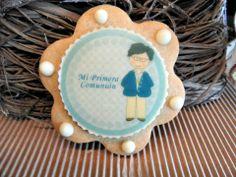 Galleta de comunión decorada con chocolate blanco y chocotransfer. Fotopastel.com