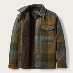 Discover the Filson Mackinaw Jac-Shirt. A warm, breathable, fully lined Mackinaw Wool jac-shirt with a snap-closure front. Urban Outfits, Mode Outfits, Fashion Outfits, Lumberjack Style, Mens Flannel Shirt, Flannel Jacket, Outdoor Fashion, Work Jackets, Work Shirts