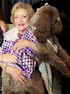 Poodles BETTY WHITE The Hot in Cleveland star had her lap full with therapy dog Stella at Saturday's Hero Dog Awards. I Love Dogs, Cute Dogs, Tea Cup Poodle, Pink Poodle, Poodle Cuts, Poodle Grooming, Dog Grooming, Puppy Cut, Fru Fru