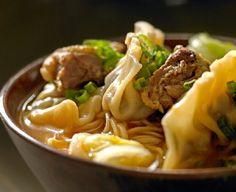 Sopa picante de pichones y su sui kao  Ingredientes: Sui kan  100 gramos de carne de cerdo picada 2 pichones deshuesados y picados 1/4 de