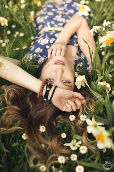 Ideas Nature Photoshoot Ideas Sweets For 2019 Model Poses Photography, Spring Photography, Creative Photography, Sweets Photography, Photography Flowers, White Photography, Little Girl Photography, Pinterest Photography, Senior Girl Photography