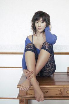Mikie-Hara-Feet-296037.jpg 850×1,280 pixels