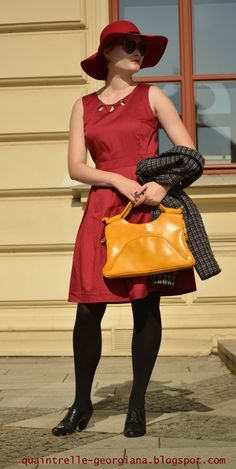 For most women, purchasing an authentic designer bag just isn't something to hurry straight into. Because these handbags can be so costly, most women in some cases worry over their decisions before making an actual bag purchase. Bags Online Shopping, Discount Shopping, Online Bags, Trendy Fashion, High Fashion, Fashion Bags, Yellow Handbag, Fashion Group, Vintage Yellow