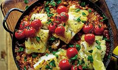 Joe Wicks special Baked risotto with cod is part of Pasta recipes - I'm totally obsessed with risotto at the moment This one with cod and loads of veg is super healthy and really easy to prepare Risotto Recipes, Pasta Recipes, Dinner Recipes, Cooking Recipes, Chicken Recipes, Baked Cod Recipes, Lunch Recipes, Appetizer Recipes, Dinner Ideas