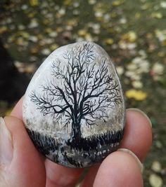 Sislendi heva tarfi cemenzari nem aldi, Bulbul yuvadan uctu, gulistani gam aldi. #artist #art #drawing #illustration #tasboyama #rockpainting #tree