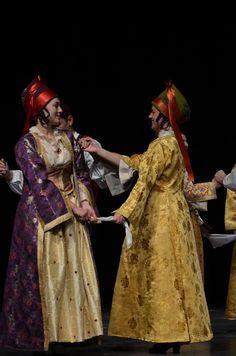 Νησιά Αιγαίου - Σίφνος / Aegean Island of Sifnos Mykonos, Santorini, Greek Traditional Dress, Traditional Outfits, Paros, Historical Clothing, Folk Clothing, Greek Fashion, Folk Costume