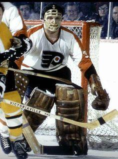 Bernie Parent Flyers Hockey, Ice Hockey Teams, Hockey Goalie, Hockey Games, Canadian Hockey Players, Nhl Players, Ice Hockey Sticks, Hockey Room, Phillies Baseball