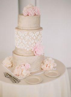 Gilded cake: http://www.stylemepretty.com/new-york-weddings/new-york-city/2015/07/27/classical-new-york-city-wedding-at-studio-450/ | Photography: Caroline Yoon - http://www.carolineyoonphotography.com/