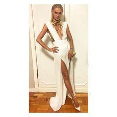 🔯✡️⚛️ White goddess. @viviorth teve joia que desenvolvi com a @emarbatalha 💛e Jumpsuit que desenvolvi com o @marcquadros 💛 shoes @jimmychoo  #ladyzodiac 💛