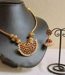 Awesome Temple Design Hand Made Necklace Pearl Necklace Designs, Antique Necklace, Necklace Set, Antique Jewelry, Choker Necklaces, Simple Necklace, Chokers, Indian Wedding Jewelry, Indian Jewelry