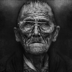 25 Incredibly Detailed Black And White Portraits of the Homeless by Lee Jeffries Lee Jeffries, Black And White Portraits, Black White Photos, Black And White Photography, Old Faces, Homeless People, People Of The World, Real People, Interesting Faces