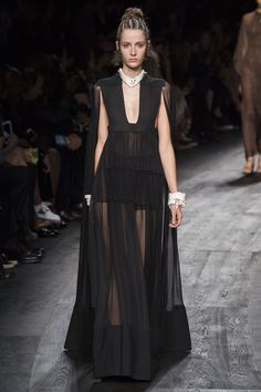 Black cocktail dress: Valentino Spring 2016 Ready-to-Wear Collection Photos - Vogue