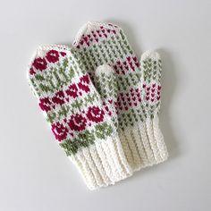 Ravelry: Metsäretket 2 pattern by Niina Laitinen Knit Mittens, Knitting Socks, Knit Socks, Fair Isle Knitting, Mori Girl, Girls Dream, Ravelry, Knit Crochet, Gloves