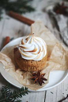 Rezept für Lieblingslieblings-Lebkuchencupcakes mit flambierter Marshmallowcreme / gingerbread cupcakes recipe with marshmallow frosting
