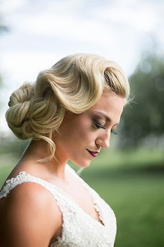 Wedding Hairstyles Updo How very retro. Related: 90 Stunning Ideas for Your Wedding Makeup Vintage Updo, Vintage Hairstyles, Up Hairstyles, Braided Hairstyles, Wedding Vintage, Vintage Makeup, Creative Hairstyles, Beautiful Hairstyles, Elegant Hairstyles