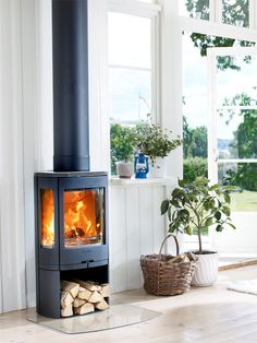 Ecodesign Ready Stoves by Contura - The Interior Editor Sustainable Furniture, Sustainable Living, Office Interior Design, Interior Styling, Wood Burner Fireplace, Home And Living, Living Room, Log Burner, Open Fires