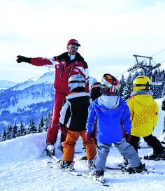 Variantenreich präsentieren sich die Skigebiete im Bregenzerwald, in Vorarlberg. Jedes können Sie ganz unkompliziert mit dem Bus direkt vor der Türe erreichen. Der Bus, Wonderland, Ski Resorts, Winter Vacations, Ski