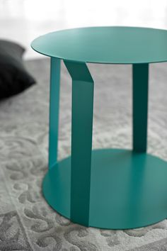 minimalist home decor Nordic Furniture, Car Furniture, Steel Furniture, Furniture Design, Metal Sheet Design, Sheet Metal, Indoor Outdoor Furniture, Metal Side Table, Iron Table