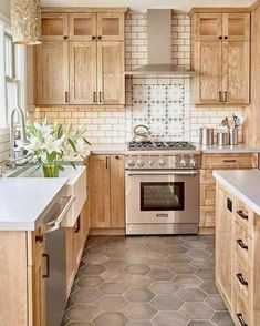 Modern And Trendy Kitchen Cabinets Ideas And Design Tips – Home Dcorz Home Decor Kitchen, Rustic Kitchen Design, Home, Kitchen Remodel, Kitchen Decor, Kitchen Redo, Home Kitchens, Rustic Kitchen, Kitchen Design