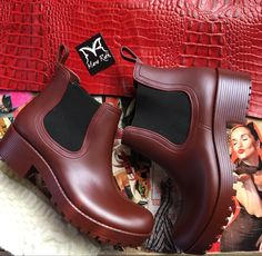 Hunter Boots, Rubber Rain Boots, Chelsea Boots, Ankle, Shoes, Fashion, Moda, Zapatos, Wall Plug