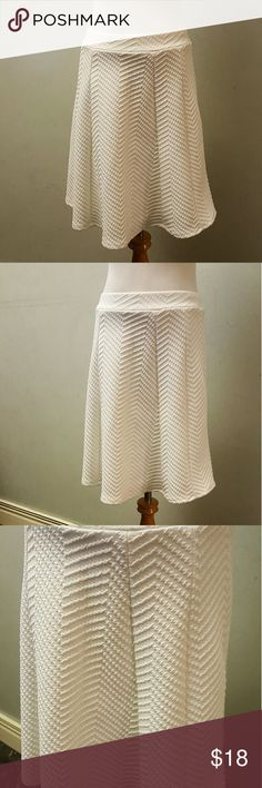 White textured skirt White min length texture skirt in perfect condition. Charlotte Russe Skirts Midi