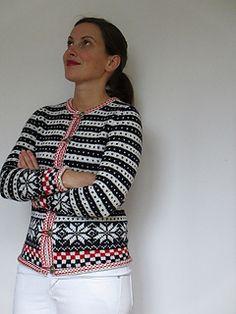 Ravelry: Fana Cardigan ( pattern by Kazekobo (風工房) Cardigan Pattern, Crochet Cardigan, Knit Crochet, Style Norvégien, Knit Stranded, Intarsia Knitting, Nordic Sweater, Felt Embroidery, Fair Isle Pattern