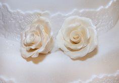 Houd jij wel van een beetje glamour? Kies dan voor een sparkle met glitters in de bruidstaart. #bruidstaart #weddingcake Icing, Glamour, Desserts, Tailgate Desserts, Deserts, Postres, Dessert, The Shining, Plated Desserts