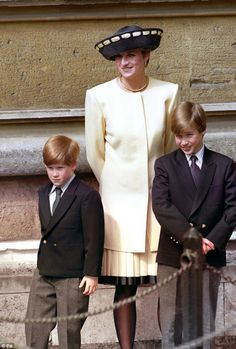 Prince William and Harry's regret over their 'rush' to end last phone call with Princess Diana - Jayne Bice Princess Diana Death, Princess Diana Fashion, Princess Of Wales, Lady Spencer, Diana Spencer, Diana Son, Lady Diana, Prince William And Harry, Prince Harry