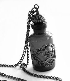 poison bottle I want it .It would go great with my poison ring! Skull Jewelry, Gothic Jewelry, Jewelry Box, Jewelry Accessories, Unique Jewelry, Skull Necklace, Jewellery, Art Bullet, Estilo Dark