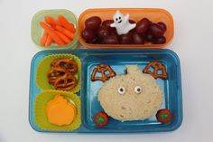 {Halloween} Smashed Peas & Carrots... Halloween Snacks, Halloween Fun, Kids Packed Lunch, Baby Carrots, Ranch Dressing, Candy Corn, Lunch Ideas, Bento, Kids Meals