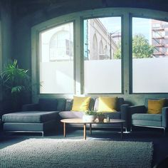 Who wouldn't love to Slack here?!? Via @midmodcali:Lovely #mcm inspired office space at Slack in the excellent art deco SF Chronicle building, with a great view of some vintage #midmod signs. #midcenturymodern #midmodfurniture #midmoddesign #midmoddecor #moderndesign #mcmdesign #mcmdecor #interiordesign #midcenturymodern