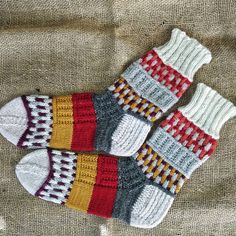 Socks Sock Toys, Colorful Socks, Slippers, Craft Ideas, Knitting, Colors, Happy, Crafts, Stockings