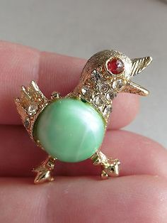 vintage-GOLD-TONED-JELLY-BELLY-CELLULOID-BIRD-BROOCH-WITH-RED-GLASS-EYES