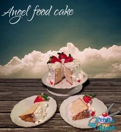 Angel food cake recubierto de merengue y fresas