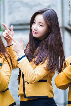 momoland yeonwoo South Korean Girls, Korean Girl Groups, Phoebe Cates, Nancy Momoland, Red Velvet Joy, Korean Actors, Korean Idols, Korean Artist, Asian Woman