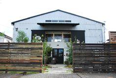 明日、9月28日、浜松市天王町にカフェがオープンします。 hiroプロデュース! 古い倉庫を改装デザインしたその名もcafe Socoです。  客... Warehouse Renovation, Warehouse Project, Warehouse Conversion, Metal Buildings, Metal Homes, Store Design, Cladding, Building Design, Facade