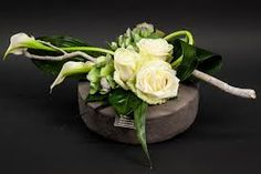 Billedresultat for rouwbloemstukken Deco Floral, Arte Floral, Floral Design, Ikebana, White Flower Arrangements, Floral Centerpieces, Unusual Flowers, Beautiful Flowers, Fleurs Toussaint
