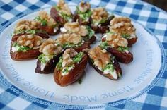 Stuffed dates with cream cheese, walnuts and chives/ Gevulde dadels Healthy Appetizers, Healthy Snacks, Healthy Recipes, Party Finger Foods, Snacks Für Party, Feel Good Food, Baked Chips, Catering Food, High Tea