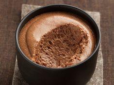 On craque pour la mousse au chocolat et au caramel au beurre salé... délicieuse et addictive, vous allez l'adorer !